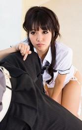 ロリ系美少女の朝倉ことみちゃんが、勃起したチンポをカメラ目線でバキュームフェラ。ザーメンをお口で受け止めてくれます。