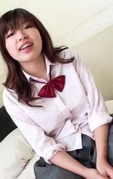 笑顔がキュートな女子校生岡田あいちゃんがねっとりご奉仕フェラ。。電マ責めから生挿入。ガン突きでアンアンイキまくり!