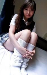 美白Fカップ爆乳女子校生大沢はるかちゃんがムチムチボディを見せ付け、ブルンブルン張りのある爆乳晒します!
